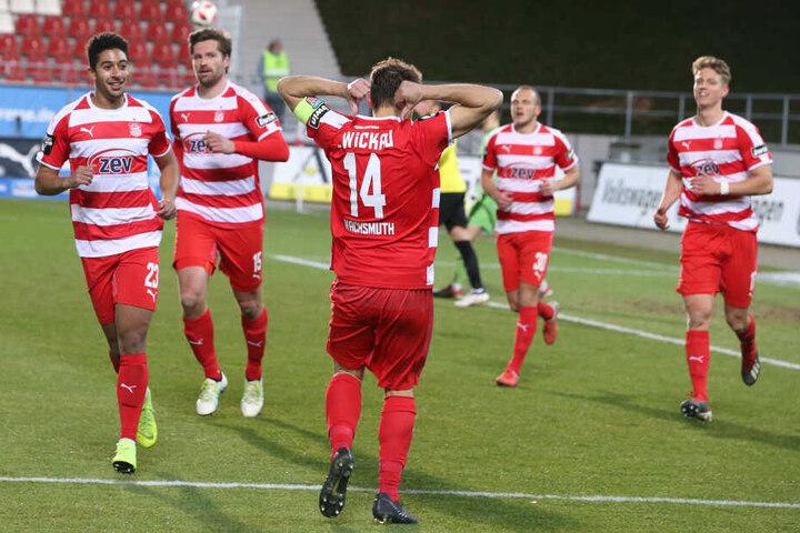 Toni Wachsmuth feiert seinen Treffer zum 1:0.