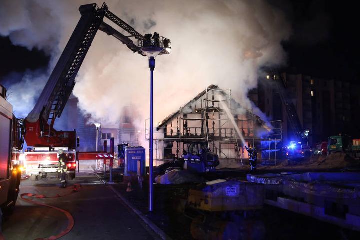 Gegen 2 Uhr wurde die Feuerwehr alarmiert, das Haus konnten sie jedoch nicht mehr retten.