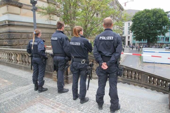 Die Polizei Dresden überwacht den Besuch der Kanzlerin in Dresden von etlichen Plätzen aus.