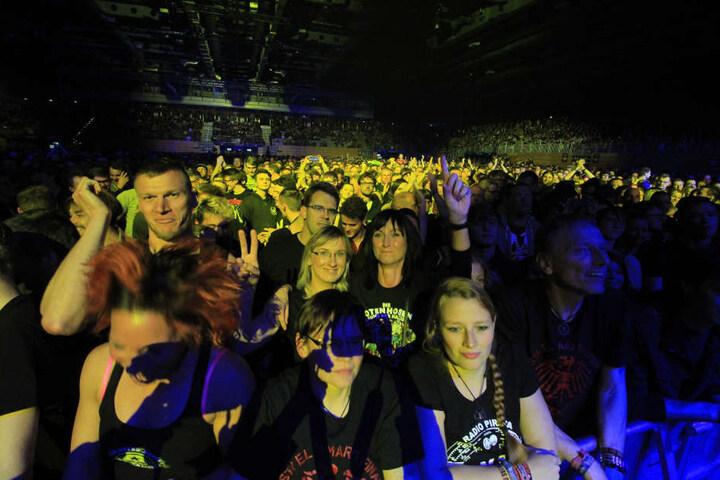 5.000 Fans feierten gemeinsam mit den Toten Hosen in Erfurt.