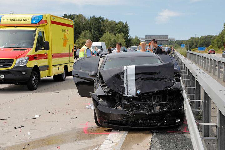 Der BMW war auf einen Mercedes aufgefahren.
