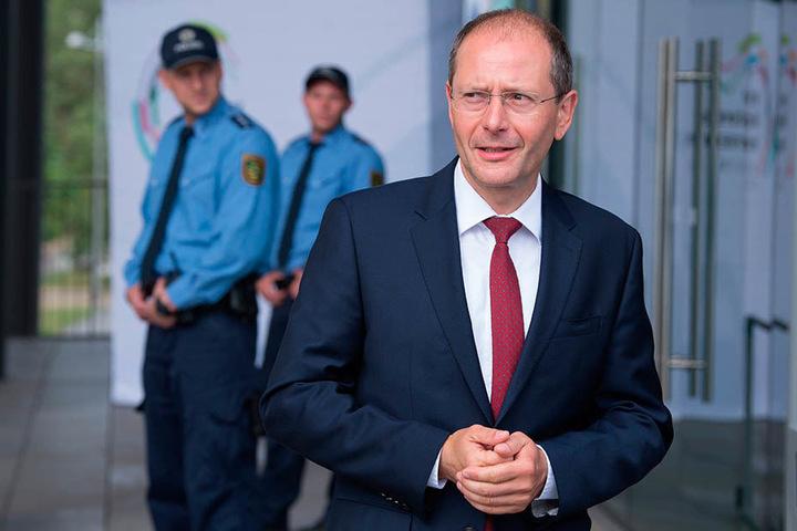 Innenminister Markus Ulbig (53, CDU) will weiter konsequent abschieben.