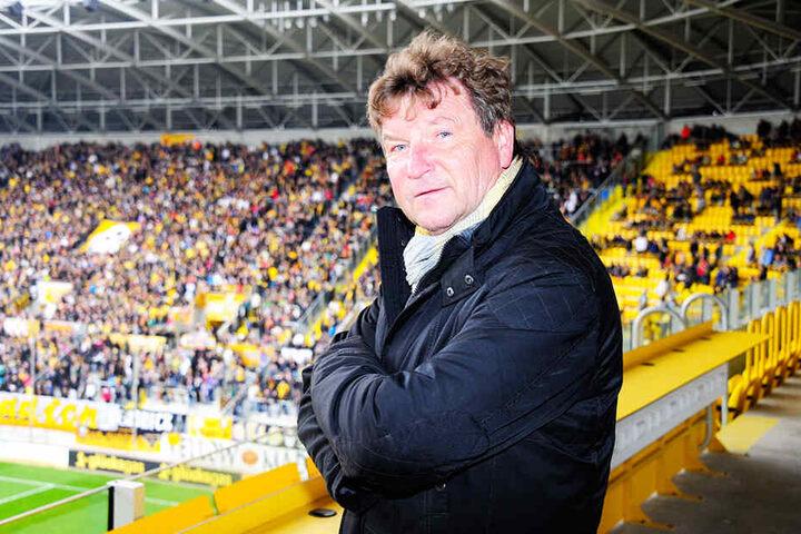 """""""Dixie"""" Dörner in seinem Wohnzimmer, dem Rudolf-Harbig-Stadion. Der 68-Jährige sitzt im Dynamo-Aufsichtsrat."""