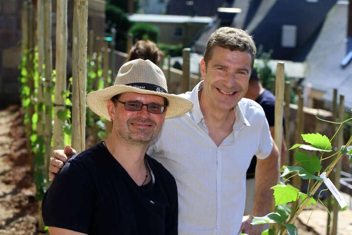 Janek Schumann (47) und Martin Schwarz (54) wollen am Fuß von Schloss Lichtenstein Wein anbauen.