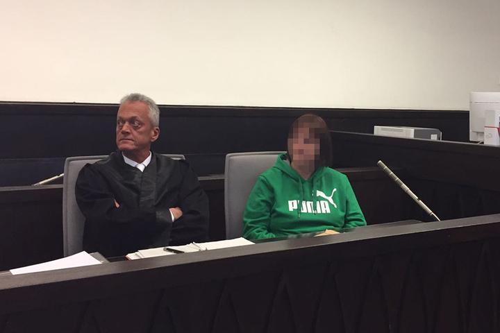 Die Angeklagte Angelika W. am vierten Prozesstag mit ihrem Strafverteidiger Peter Wüller.