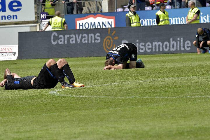Am Boden zerstört: Der SC Paderborn steigt erneut ab.