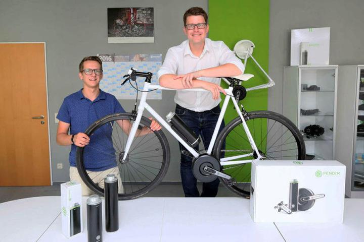 Gut gelaunte Pendix-Bosse: Mit der Firma von Christian Hennig (35, links) und Thomas Herzog (32) geht es weiter steil bergauf.