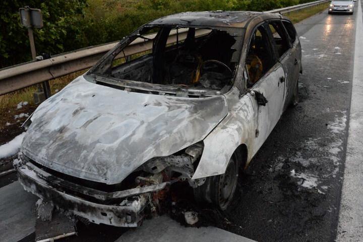 Die Feuerwehr konnte den Wagen nicht retten.