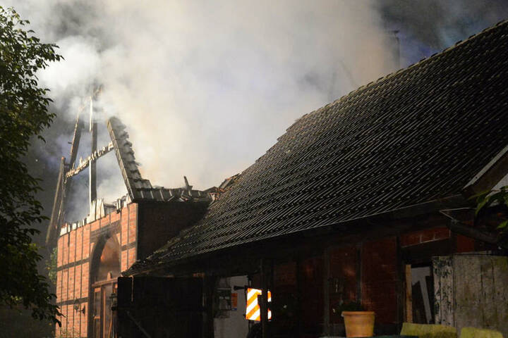 Euro Schaden! Fachwerkhaus bei Brand völlig zerstört