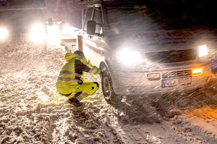 Ohne Schneeketten geht im Erzgebirge nichts mehr.