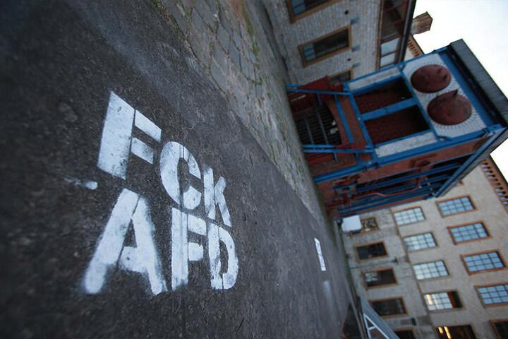 Auch auf die Straße war gegen die AfD gesprüht worden.
