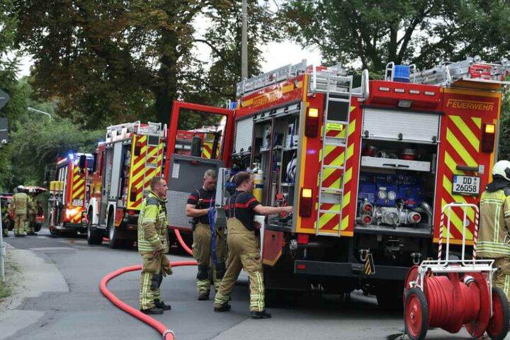 Die Feuerwehren aus Gorbitz und Löbtau rückten mit einem Großaufgebot aus.