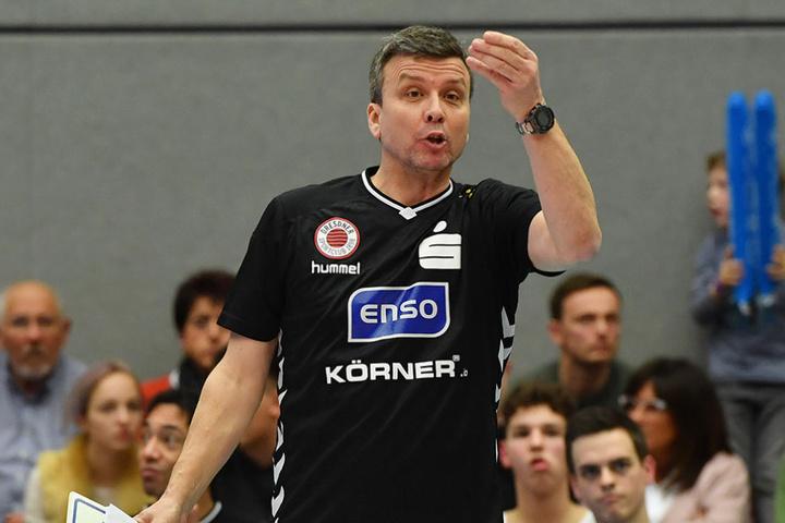 Die angedachten Änderungen der Volleyball-Bundesliga stoßen nicht gerade auf Begeisterung beim DSC-Trainer.