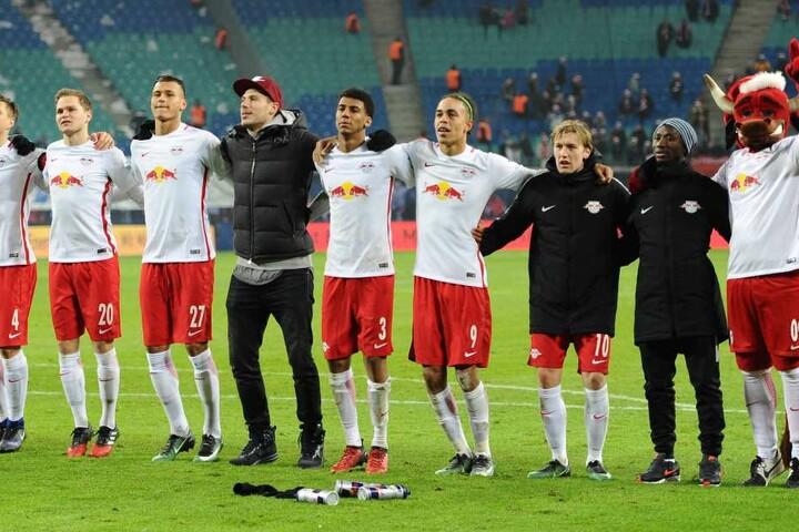RB Leipzig kommt punktgleich zum Spitzenspiel nach München.