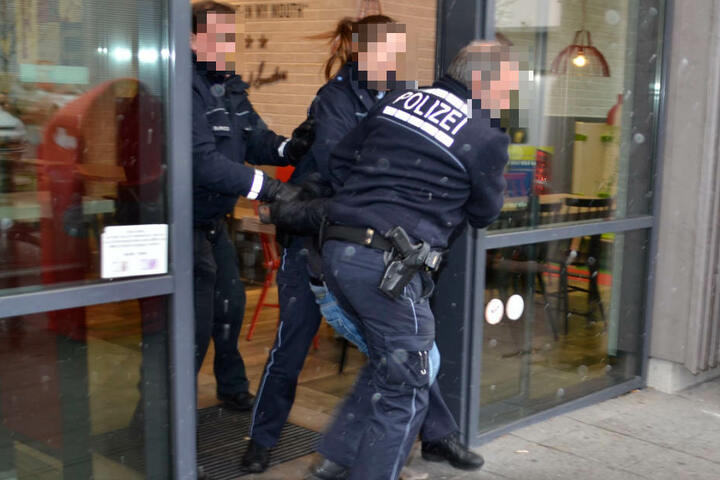 Die Polizei war vor Ort, um den Mann zu stellen.