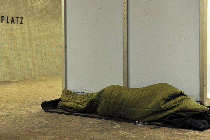 In Berlin haben zwei U-Bahnhöfe nachts für Obdachlose geöffnet.