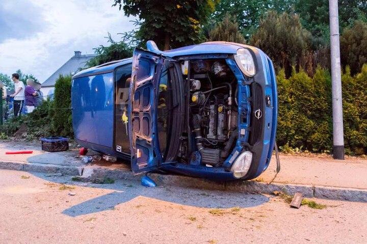 Die beiden Insassen des Opel blieben unverletzt.