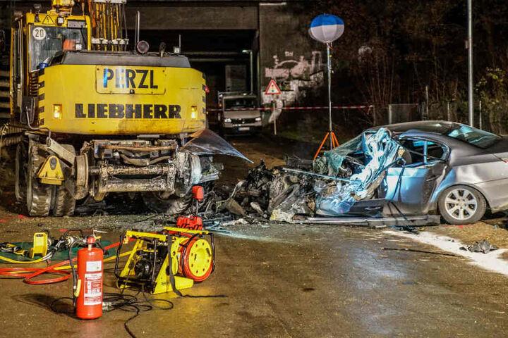 Der Mann war mit seinem Auto in den in einer Baustelle stehenden Bagger gekracht und tödlich verletzt worden.