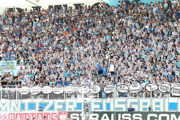 So voll wie gegen den HSV wird die Südtribüne heute Abend nicht! Über 50 Fanklubs haben zum Boykott des Heimspiels aufgerufen.