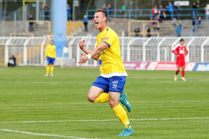 Matthias Steinborn (l.) erzielte das zwischenzeitliche 1:0 für Lok Leipzig, das aber nicht zum Sieg reichte.