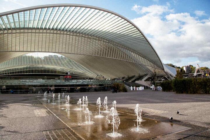 Der Bahnhof Liège-Guillemins: Die wunderschöne Architektur von innen, wie von außen, eignet sich für viele Fotos.