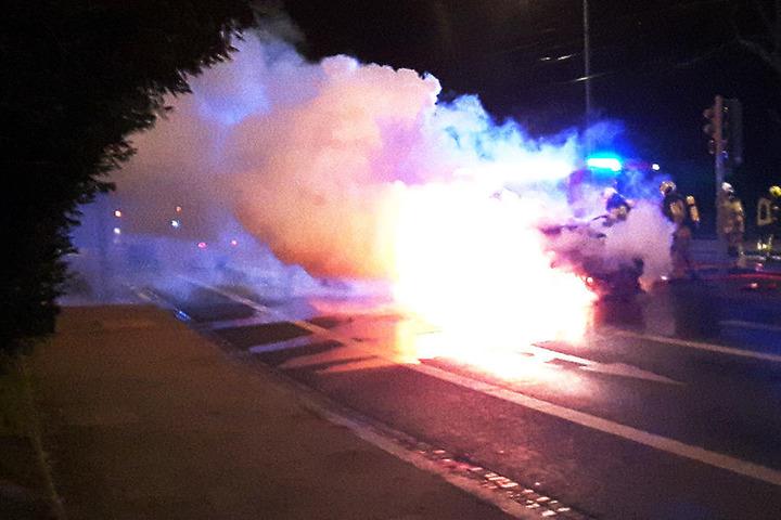 Der Wagen brannte wortwörtlich lichterloh.