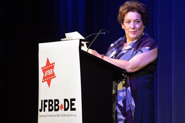 Festivalleiterin Nicola Galliner spricht bei der Eröffnungsveranstaltung des Jüdischen Filmfestival Berlin & Brandenburg.