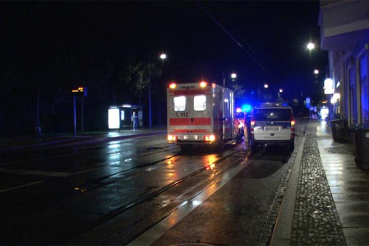 Der Schwerverletzte wurde vor Ort notärztlich versorgt und anschließend in ein Krankenhaus gebracht.