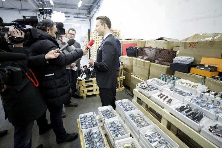 Finanzminister Blümel stand den Journalisten Rede und Antwort.