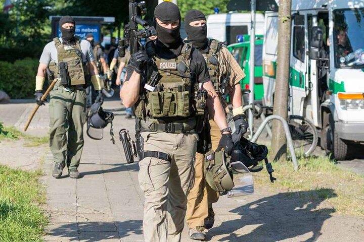 Polizisten des Berliner SEK nach einem Einsatz. Auch für sie soll es neue Waffen geben.