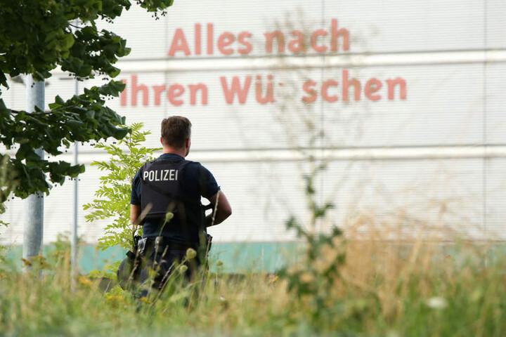 Mann schießt auf Polizisten - 43-Jähriger flüchtig