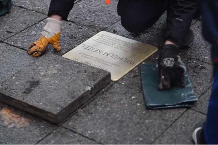 Dieser Stolperstein erinnert an Wilhelm Keitel, dem Chef des Oberkommandos der Wehrmacht und Unterzeichner der Kapitulation des Deutschen Reichs am 8. Mai 1945.
