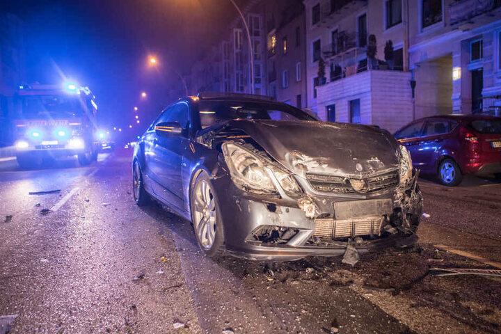 Die Insassen des zweiten Unfall-Fahrzeuges blieben unverletzt.
