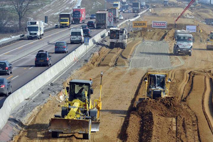 Der Ausbau der A8 zwischen Augsburg und Ulm hat für erhebliche Kosten gesorgt. (Archivbild)