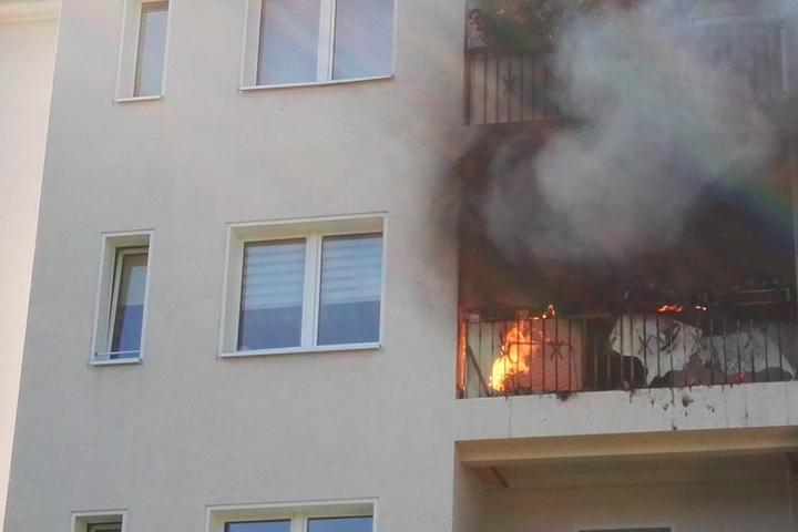 Als die Kameraden eintrafen, stand der Balkon schon komplett in Flammen.