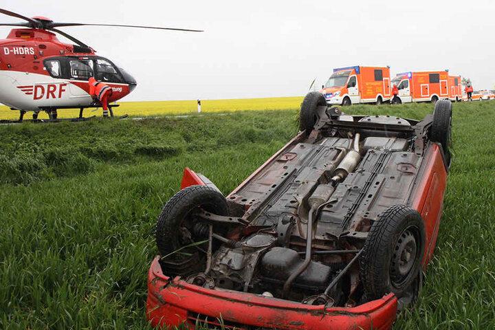 In dem Auto saßen zwei Frauen und ein dreijähriges Kind, das leichte Verletzungen erlitt.