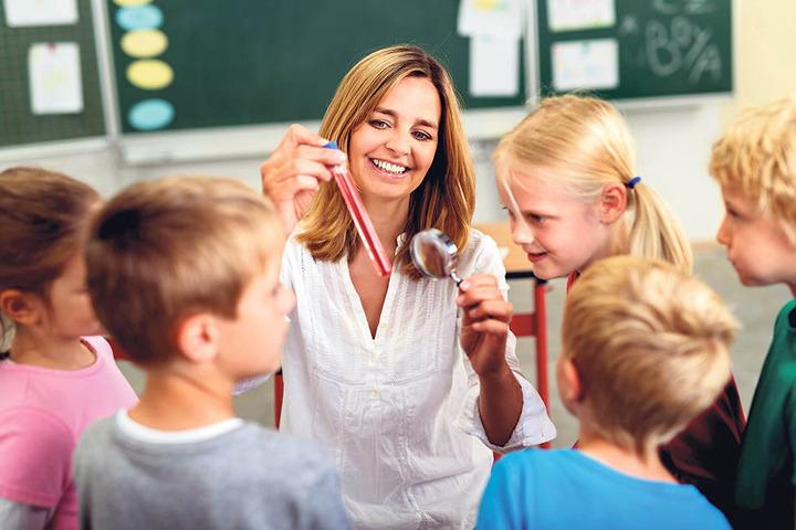 Lehrer sind in Sachsen Mangelware. Doch bis das Lehrerpaket greift, dauert  es.