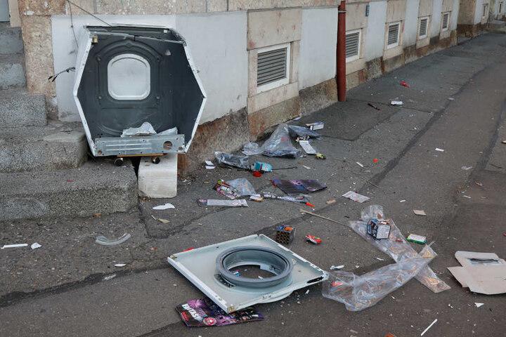 In der Mühlenstraße haben Unbekannte eine Waschmaschine gesprengt.