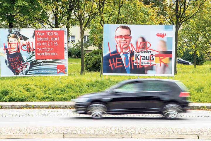 Zerstörte Plakate von SPD und CDU im Erzgebirge.