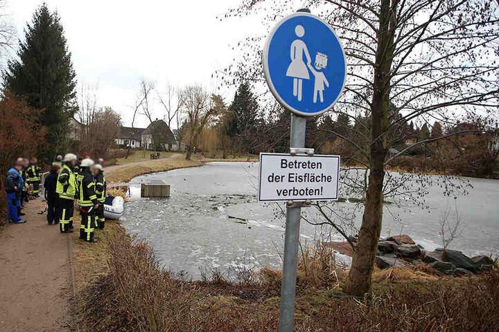 Schilder waren vor dem Betreten der Eisfläche.