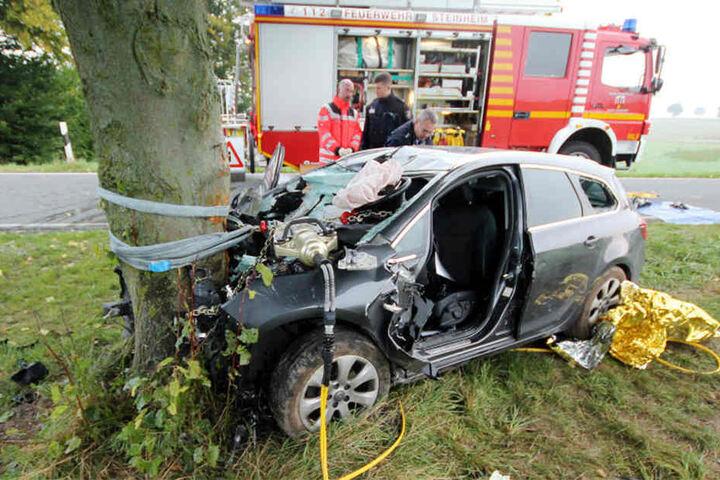 Die Feuerwehr half bei der Bergung des Unfallopfers.