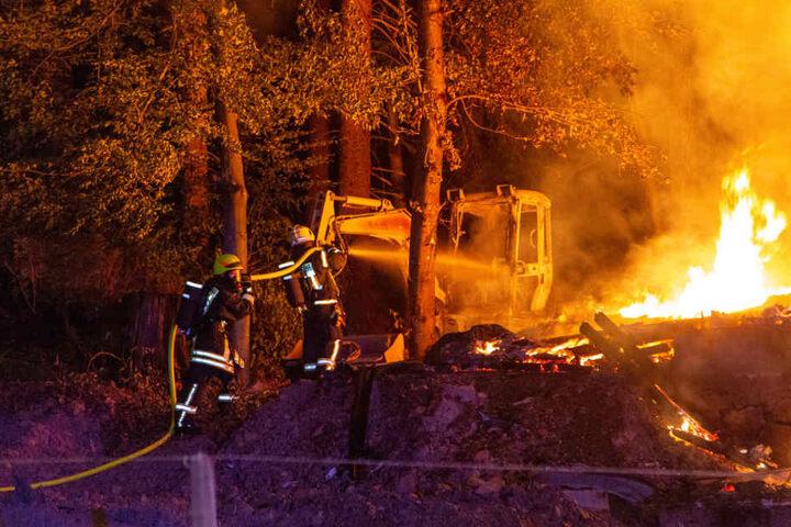 Auch Baumaschinen wurden bei dem Brand vernichtet.