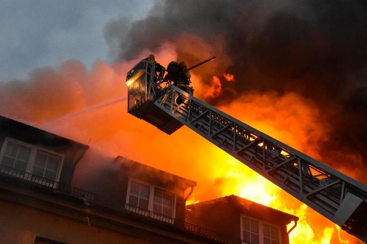Acht Menschen waren in dem Haus, als das Feuer ausbrach.