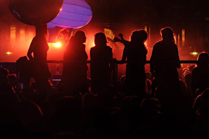 Am Samstagabend könnt Ihr im Forum das Tanzbein schwingen. (Symbolbild)