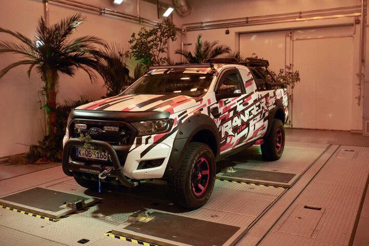 Ein Ford Ranger im neuen Testkanal.