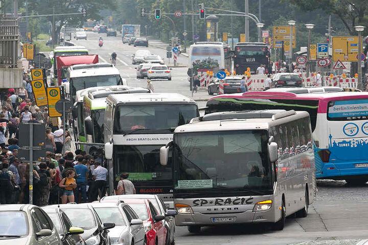 So unübersichtlich ist aktuell die Situation am provisorischen Fernbushalt an  der Bayrischen Straße.