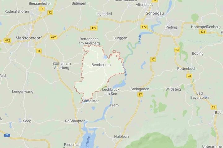 Auf einer Kreisstraße bei Bernbeuren ist es in Bayern zu einem tödlichen Verkehrsunfall gekommen.