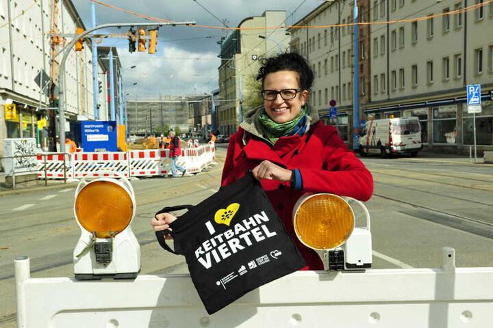 Trotz Baustelle gibt's hier was zu feiern! Stadtteilmanagerin Katrin Günther (38) plant mit den Händlern der Reitbahnstraße eine fette Party.