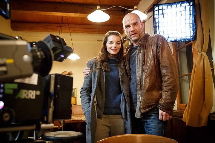 Auch das Filmgeschäft gehört zu Görlitz. Die Hauptdarsteller der ARD-Krimireihe Wolfsland, Yvonne Catterfeld (37) und Götz Schubert (54) sind gerade zu Dreharbeiten in der Region.