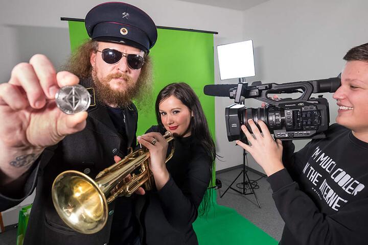 """""""Hauer"""" André Groß (43) lässt sich bei seinem neuesten Projekt von Trompeterin Beatrice Schneider (30) und Video-Blogger Patrick Schmidt (18) unterstützen."""